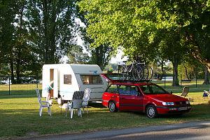 Deutsch: Caravan-Gespann im Tal des Cher, Camp...
