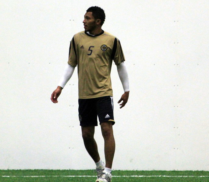 پرونده:Carlos Valdés at Preseason Training for the Philadelphia Union, Jan 2011.jpg