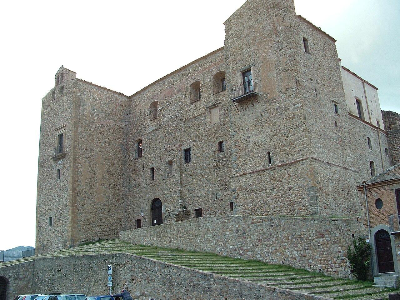 CastelbuonoCastelloDeiVentimiglia1.JPG