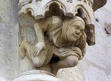 Cathedrale d'Amiens - portail - figure de soutenement.jpg