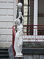 Cauterets Continental résidence cour statue (1).JPG