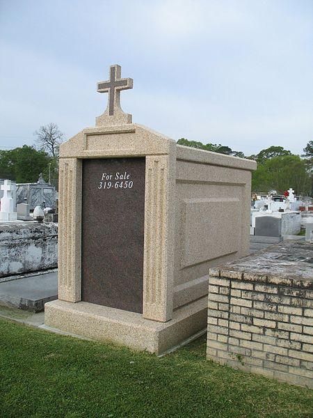 File:Cemetery Real Estate (430035617).jpg