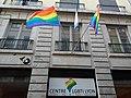 Centre LGBTI Lyon - Pancarte et drapeaux.jpg