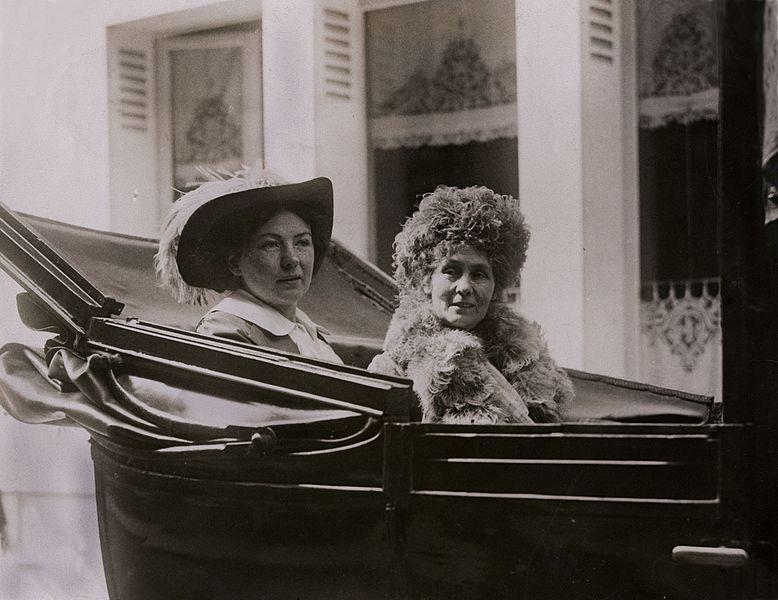 File:Christabel and Emmeline Pankhurst in Paris, c.1912. (22321291944).jpg