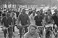 Christel Adelaar gestart voor een fietstocht van 200 km, vanaf het RAI-gebouw, Bestanddeelnr 915-2373.jpg
