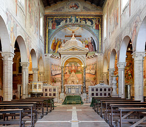 Santi Nereo e Achilleo - The centrale nave and the altar