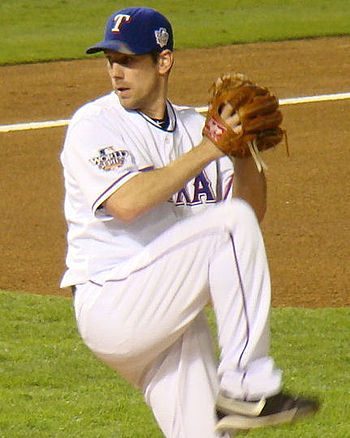 English: Cliff Lee pitching in the 2010 World ...