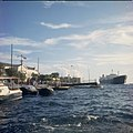 Collectie Nationaal Museum van Wereldculturen TM-20029887 Binnen varend schip in de Sint-Annabaai Curacao Boy Lawson (Fotograaf).jpg