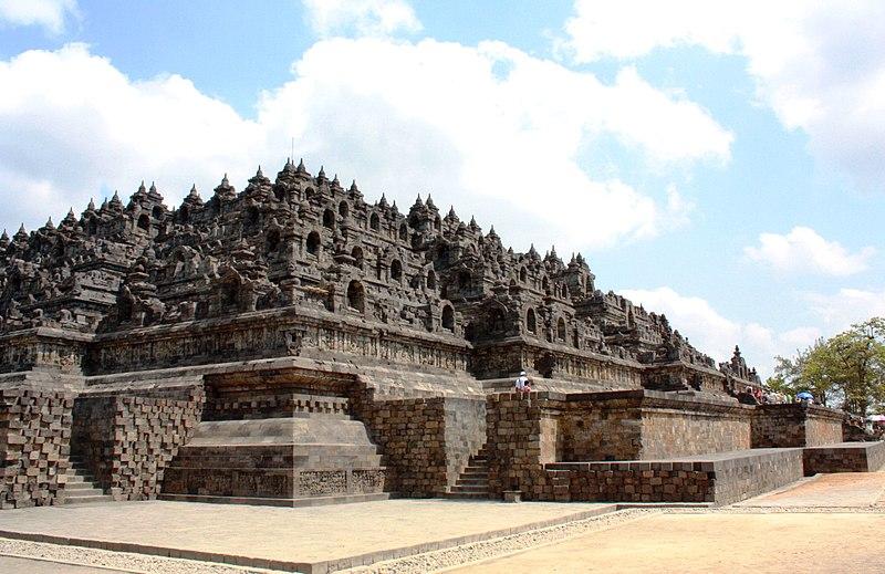 File:DSC00090 Java Borobudur Main View (6220085008).jpg