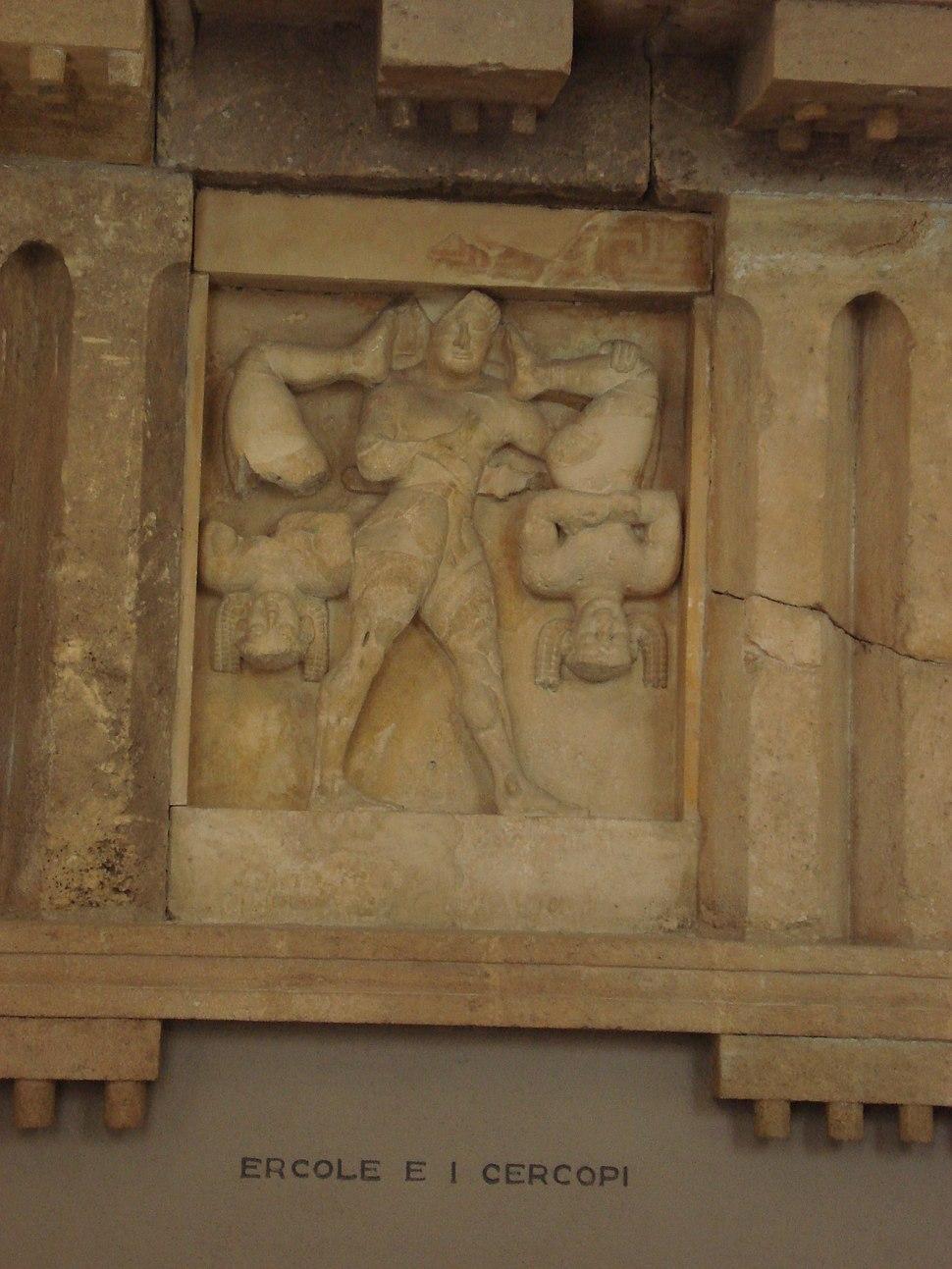 DSC00402 - Tempio C di Selinunte - Eracle e i briganti Cercopi - Sec. VI a.C. - Foto G. Dall'Orto