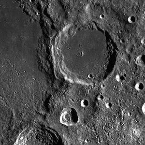 Davisson (crater) - Image: Davisson crater LROC