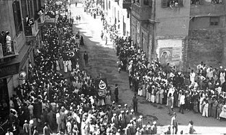 History of the Jews in Egypt - Demonstration in Egypt in 1919 holding the Egyptian flag with Crescent, the Cross and Star of David on it.