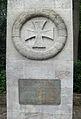 Denksäule zur Erinnerung an die Befreiungskriege Kreuz mit Bronzetafel.jpg