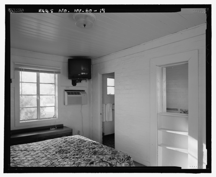 File:Detail common to both wings, view looking west, second interior of room - Lake Mead Lodge, 322 Lakeshore Road, Boulder City, Clark County, NV HABS NV-60-14.tif