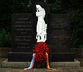 Deutsch-russische Regierungskonsulationen Kranzniederlegung Präsident Dmitri Medwedew Bundeskanzlerin Angela Merkel auf dem Ehrenfriedhof am Maschseeufer Hannover 2011-07-19.jpg