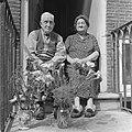 Dhr. en mevrouw Cave aanstaande dinsdag 50 jaar getrouwd Bruidspaar in deuropeni, Bestanddeelnr 920-4996.jpg