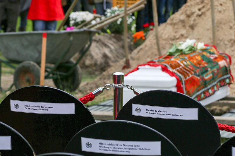 Datei:Die Toten Kommen ZPS Beerdigung 2.jpg