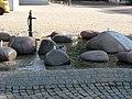 Dorfbrunnen, jeder Stein ein Ortsteil. - panoramio.jpg