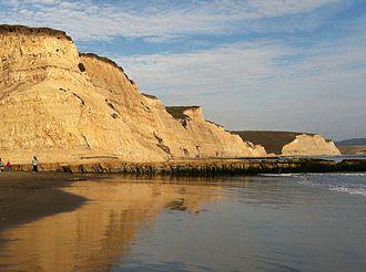 Drakes Bay - Image: Drakes Bay Seacliffs