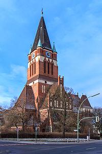 Dreifaltigkeitskirche - Berlin-Lankwitz - 01 2013.jpg