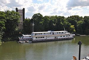 Duisburg, Schulschiff Rhein, 2012-07 CN-01.jpg