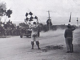 Peter Whitehead (racing driver) - Whitehead (ERA R10B) takes the flag to win the 1938 Australian Grand Prix