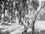 ETH-BIB-Familie in der Nähe Nairobis-Kilimanjaroflug 1929-30-LBS MH02-07-0023.tif