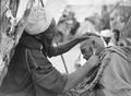 ETH-BIB-Marrakech- Auch das Bartabschneiden geschieht in voller Öffentlichkeit-Tschadseeflug 1930-31-LBS MH02-08-0316.tif