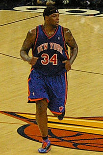 Eddy Curry running.jpg