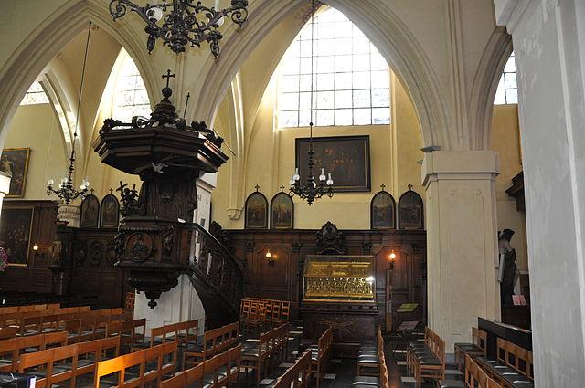 Kirken St Nikolas ved børsen i Brussel. Bak skrinet for Gorkum-martyrene ses et maleri av den belgiske maleren Joseph Stallaert (1825-1903) av martyrenes siste kommunion. Den sentrale personen er trolig Nikolas van Poppel