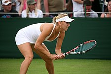 Elena Vesnina at the 2009 Wimbledon Championships 02.jpg