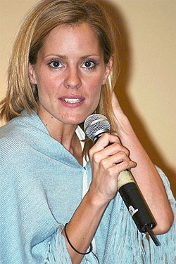 Emma Caulfield at Tampa Slayercon w mic.jpg