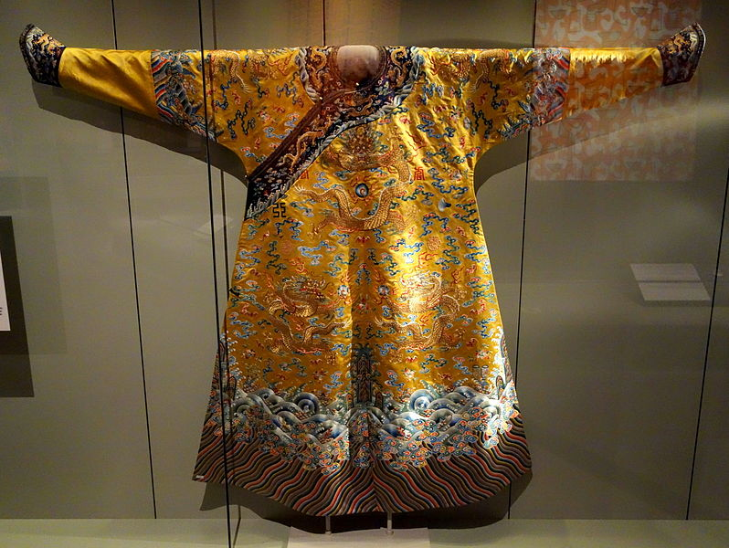 File:Emperor's 12-sign semiformal dragon robe, view 1, China, 18th century, silk, gold thread, embroidery - Royal Ontario Museum - DSC04462.JPG