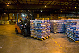 FEMA - 37890 - Workers get water ready for distribution at a Texas warehouse