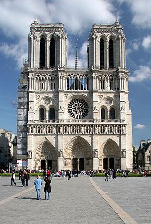 Gotička arhitektura 300px-Facade-notre-dame-paris-ciel-bleu