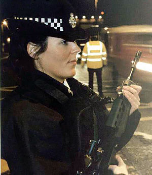 English: Female MDP officer with SA80A2
