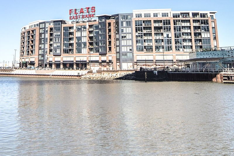 File:Flats East Bank (25129501646).jpg