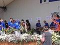 Floristen bei der Darbietung - panoramio.jpg