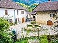 Fontaine au centre du village de Laissey.jpg