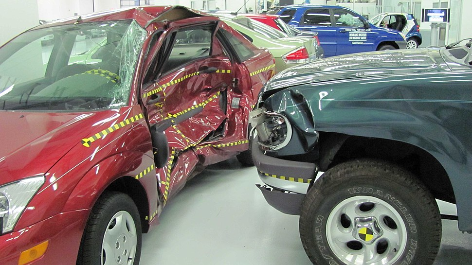 Ford Focus versus Ford Explorer crash test IIHS