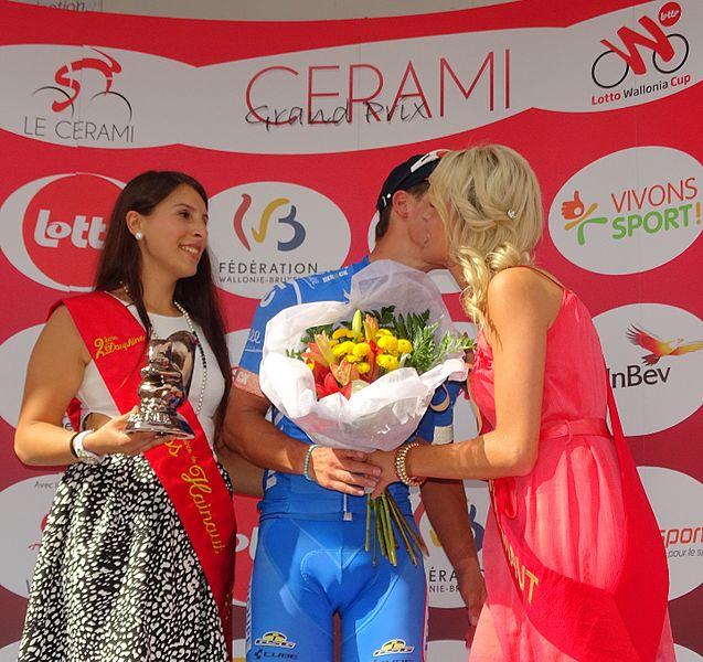 Reportage réalisé le mercredi 22 juillet à l'occasion de l'arrivée du Grand Prix Pino Cerami 2015 à Frameries, Belgique.