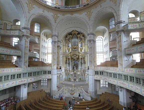575px-Frauenkirche_interior_2008_001-Frauenkirche_interior_2008_009