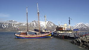 French ship in Longyearbyen.JPG