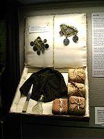 Material usado em uma cerimônia de brit milá, exibido no museu da cidade de  Göttingen