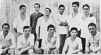 History of Club de Gimnasia y Esgrima La Plata (football) - The team that promoted to Primera División in 1915.