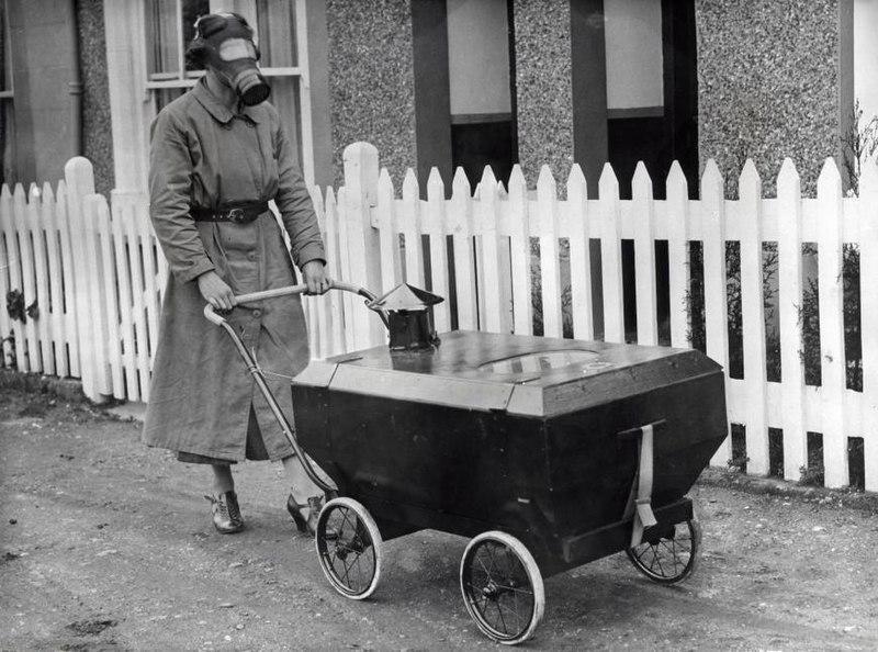 File:Gasaanvalbestendige kinderwagen - Gas war resistant pram (4192750051).jpg