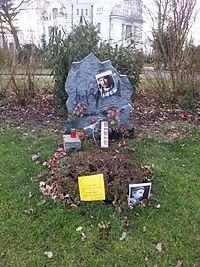 Grab von Joe Zawinul auf dem Wiener Zentralfriedhof, Gruppe 33G Nr. 39 (Dez. 2014).jpg