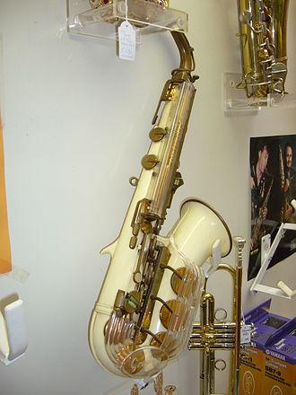 Grafton saxophone - Side view