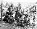 Grupp av infödda. Kulawi, Sulawesi. Indonesien - SMVK - 000340.tif