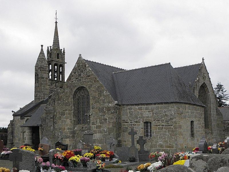 Église Notre-Dame de Gurunhuel (22). Chevet et flanc sud.